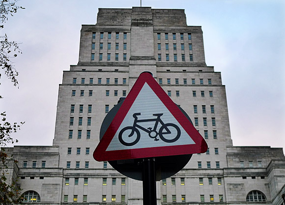london-signs-and-notices-01