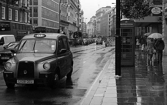 rainy-day-in-summer-london