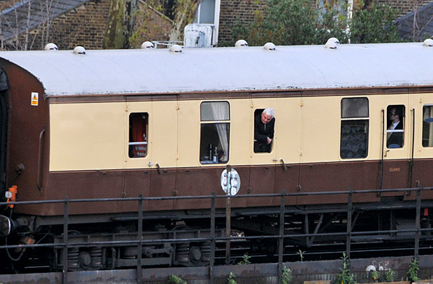 Posh Pullman train stuck at signals in Brixton