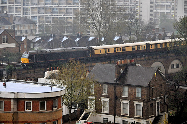 Lightning strike takes out signals: posh Pullman train stuck at signals in Brixton