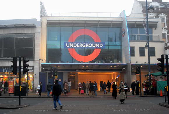 brixton-tube-station-2000-07