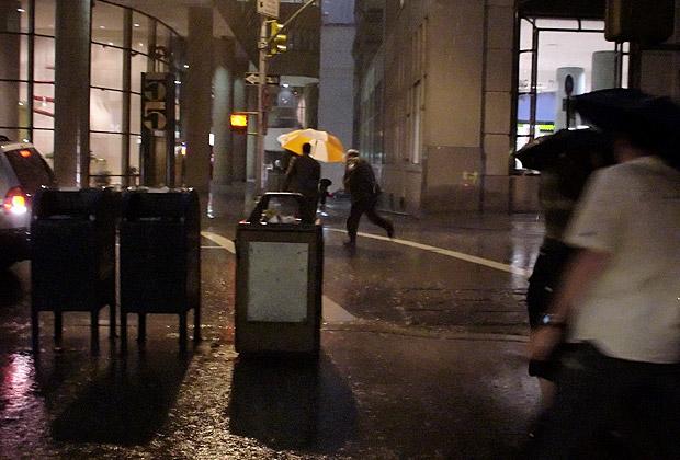 New York braces itself for Hurricane Sandy, subway floods