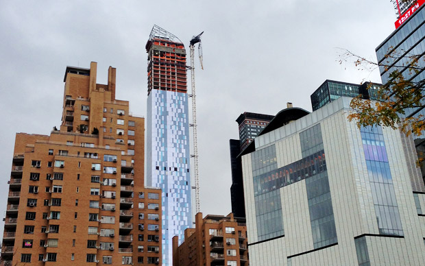 New York construction crane dangles perilously over Manhattan after Storm Sandy