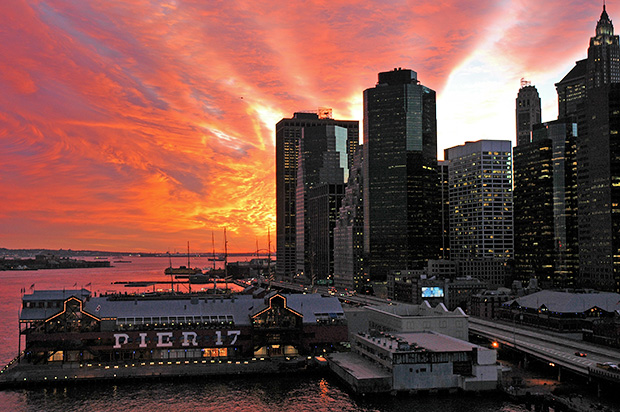 A New York sunset: a beautiful sky from Brooklyn Bridge