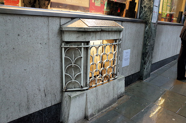An underwhelming historic attraction: the London Stone in the City of London