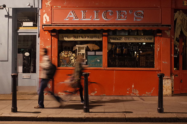 Portobello Road at night - antiques, burgers and a friendly pub