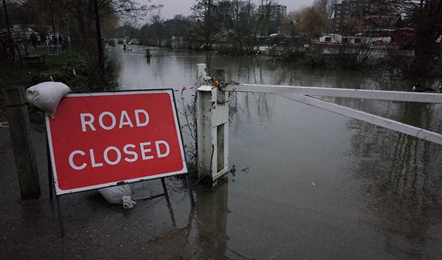 Kingston upon Thames - high tide and flooding photos