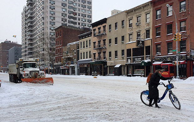 New Yorker on a Boris Bike battles the snowstorms down 1st Avenue