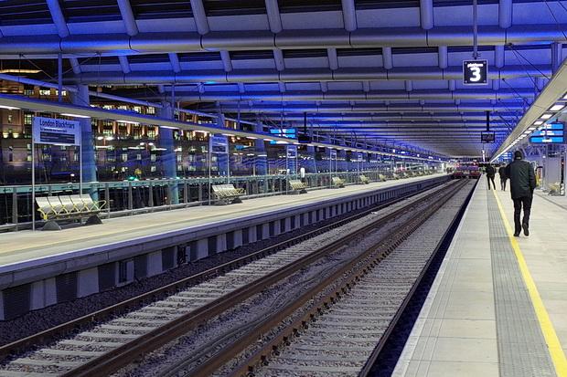 London Blackfriars Railway Bridge - the world's largest solar-powered bridge