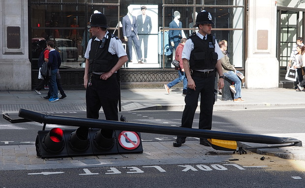 Oops! Traffic light becomes a cropper in London's Regent Street