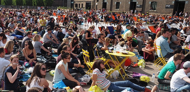 Big crowds soak up the sun and watch the tennis at Kings Cross