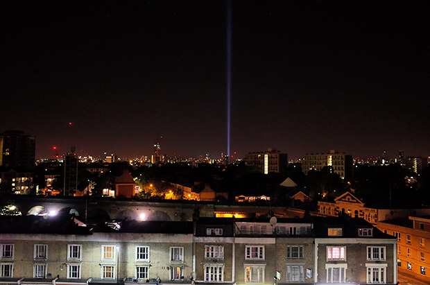Beam of light in the London sky marks the centenary of the First World War