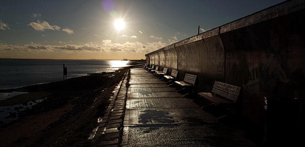 Canvey Island photos - beautiful artwork, sea views, racism and wifebeating