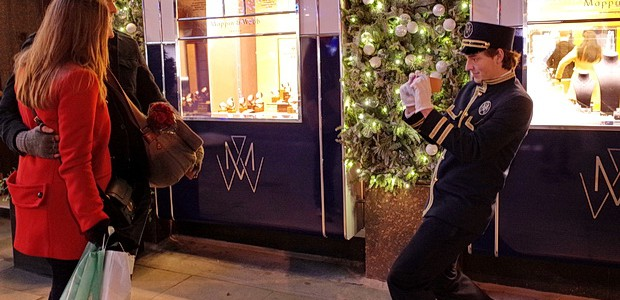 Here's a selection of photos taken around central London in the first two weeks of December, 2014, Above, a nattily dressed Maplin & Webb worker on Old Bond Street takes […]