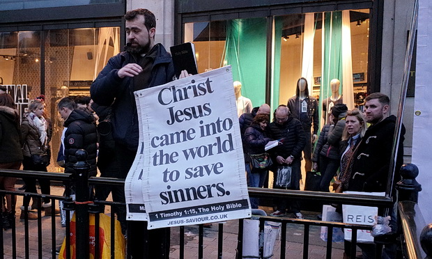 God-bothering, megaphone-toting Islamophobe annoys Oxford Circus shoppers