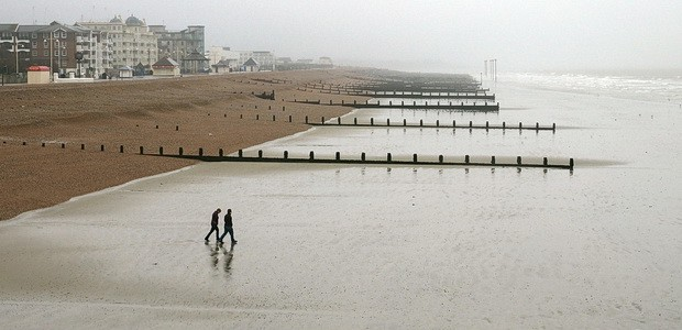 Lulled intoimprobable levels of optimism after my recent sunny promenade inBrighton, I was looking forward totaking in the sea air and enjoying some bracing walks inBognor Regis on Saturday afternoon.