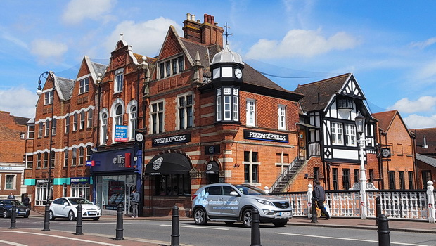 Tonbridge, Kent - photos of the town centre, architecture and private schools