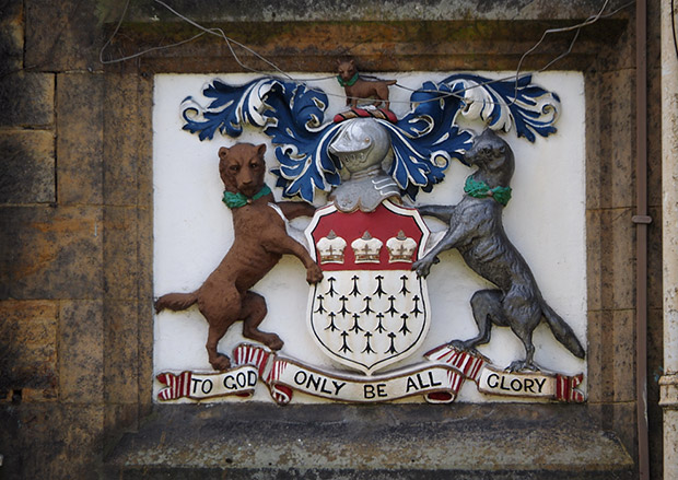 Tonbridge, Kent - photos of the town centre, architecture and schools