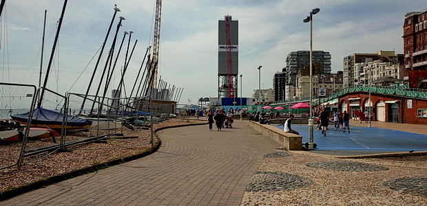 Brighton's i360 tower under construction -photos