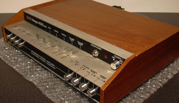 Behold the audio majesty of the Amstrad Integra 4000 Mk II amplifier