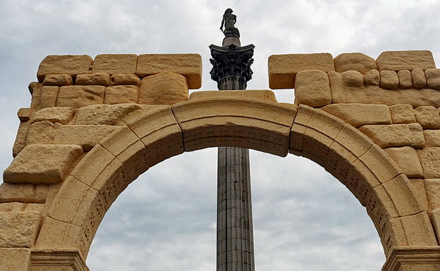 Palmyra's Arch of Triumph recreated in London's Trafalgar Square