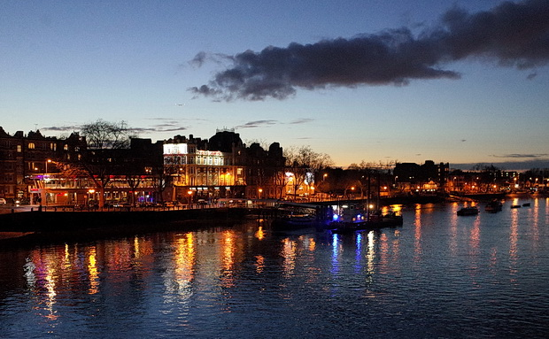 Putney at night: river views, Putney Bridge, the Half Moon and street views