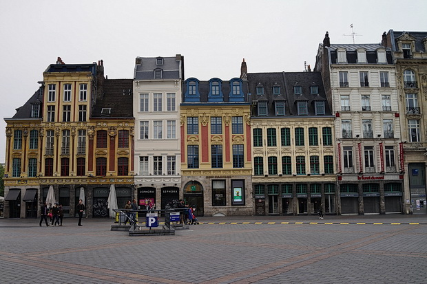 Photos of Lille, France: architecture, street scenes, empty chairs and graffiti