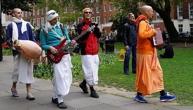 London Soho Square: The Hari Krishna guys go electric