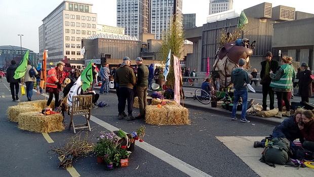 London Extinction Rebellion protests: the Garden Bridge, overnight occupation and today's updates - Tues 16th Apr 2019