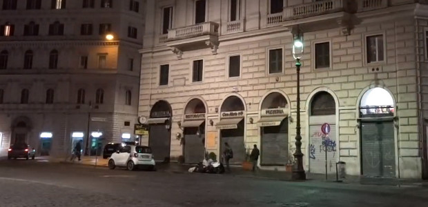 Watch the weird and mesmerising flickering street lights of Rome