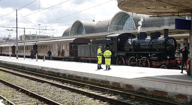 An unexpected steam locomotive and the Rome Express at Roma Ostiense railway station, April 2019