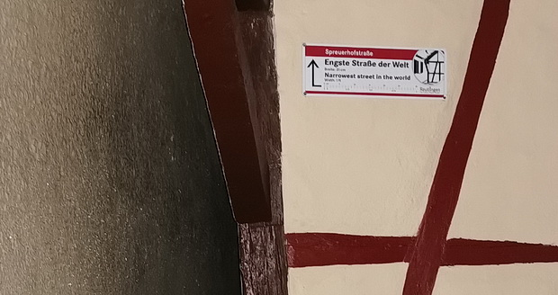 A disappointing trip to the 'Narrowest Street In The World' in Reutlingen, Bavaria, Germany