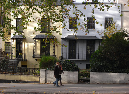 Walk From Notting Hill Gate Through Holland Park West London