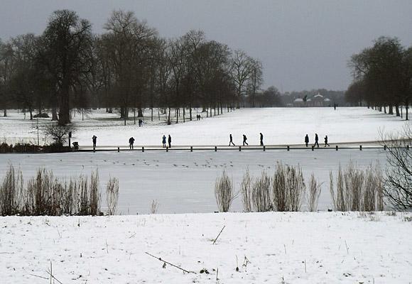 Hyde Park Snow Scenes Frozen Serpentine Lake Snow