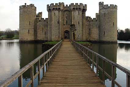 Robertsbridge Walk To Bodiam Castle And Back To