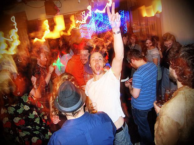 Fri 13th April 2012: Dulwich Ukulele Club live at the Brixton Offline Club, Prince Albert, 418 Coldharbour Lane, Brixton, London SW9