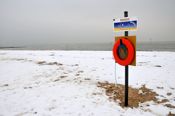 Photos of Margate in the snow around the harbour, beach, old town, promenade, February 2012