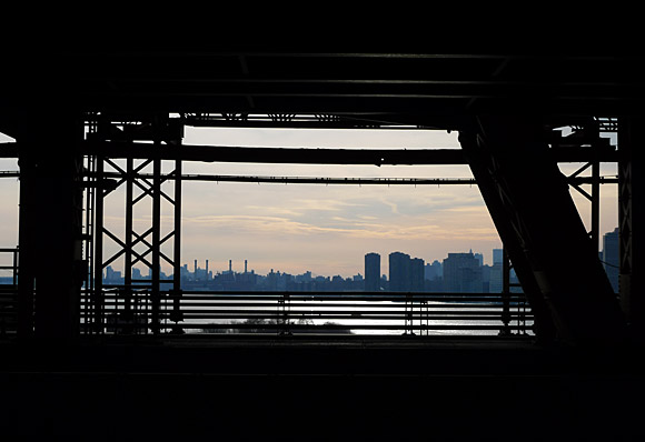 Photos of the Queensboro Bridge and the Roosevelt Island ... | 580 x 398 jpeg 40kB
