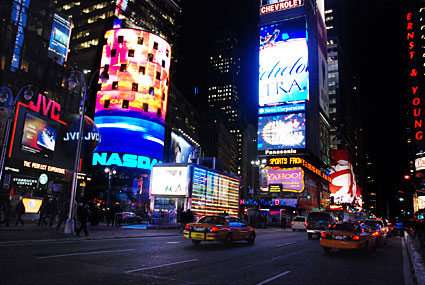 New York winter photos, a walk through Times Square, NYC - photographs and feature